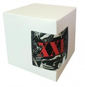 Картонная упаковка для кружек с дизайнерского картона, белая с тисенением кожа