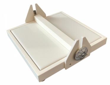 Салфетница в тонкой рамке из светлого натурального дерева с прижимом и плитокой для сублимации (15х15 см)